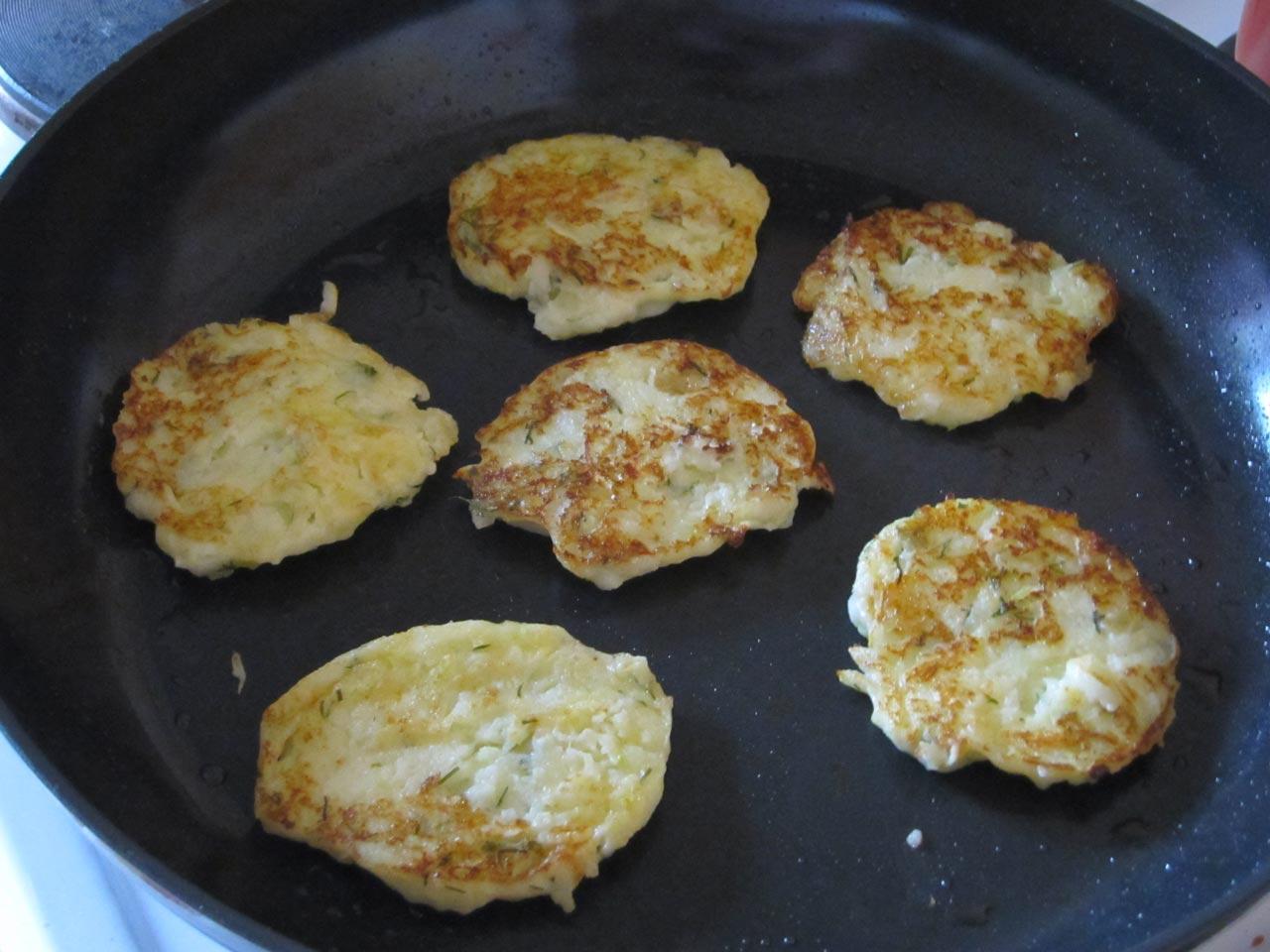 Оладьи из пюре картошки рецепт пошагово